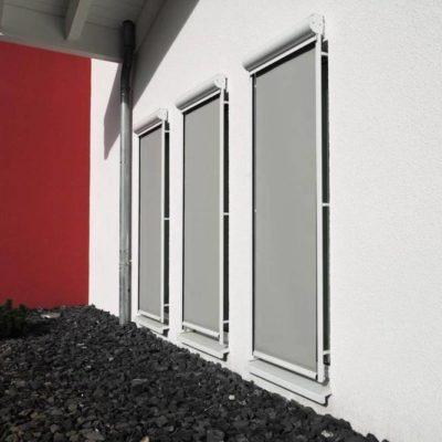Graue Fenstermarkise