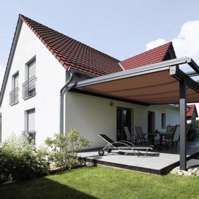 Überdachtes Terrassendach mit Markise