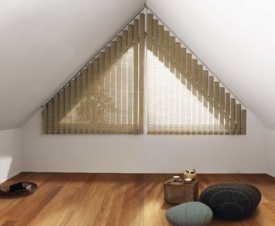 Vertikal-Jalousie für schräge Fenster